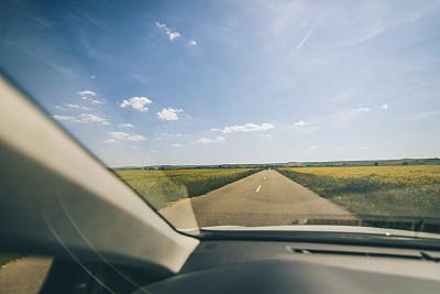 乡村路,汽车内部,仪表板,正面视角,车轮,水平画幅,透过窗户往外看,陆用车,司机,交通方式