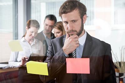办公室,脑风暴,男商人,新创企业,男性,仅成年人,想法,青年人,专业人员,技术