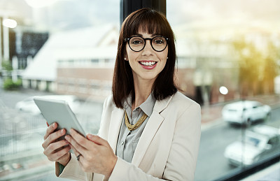 储蓄,加燃料,垂直画幅,留白,电子邮件,仅成年人,眼镜,现代,镜头眩光,青年人