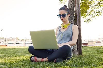 派克大街,电子邮件,美,青少年,公园,笔记本电脑,水平画幅,美人,夏天,户外