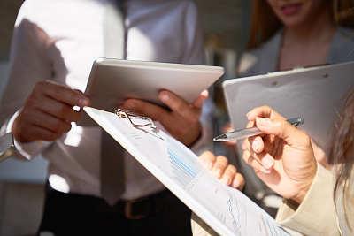 报告,水平画幅,男商人,特写,文档,经理,男性,商业金融和工业,成年的,商务