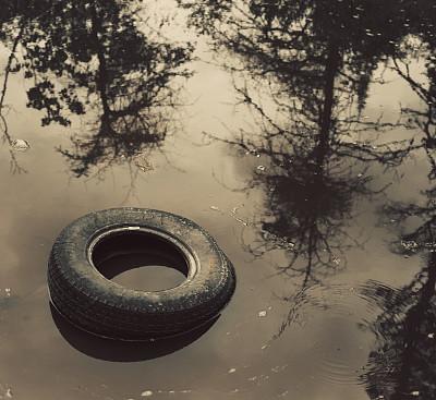 垃圾,轮胎,水坑,自然,水,褐色,车轮,水平画幅,无人,户外