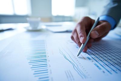 金融,财务报告,圆珠笔,男商人,文档,经理,男性,仅男人,仅成年人,专业人员