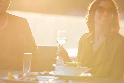 葡萄酒,异性恋,户外,餐馆,商务餐,留白,女朋友,健康,含酒精饮料,饮料