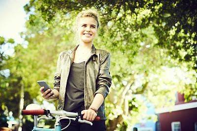 把手,智能手机,拿着,自行车,女性,手把,陆用车,不看镜头,仅成年人,青年人