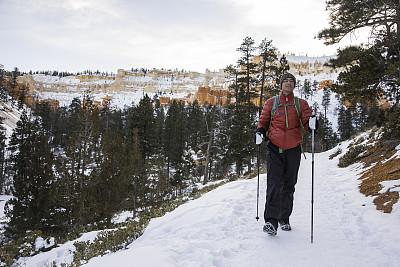 冰爪,雪,冬天,山,地形,徒步旅行,滑雪杖,留白,水平画幅,户外