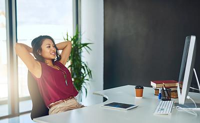 商务,女人,反光器,羊毛帽,距离标志,留白,电子邮件,新创企业,仅成年人,现代