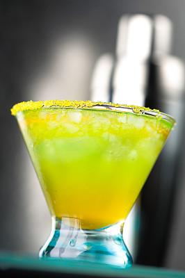 螺丝刀,鸡尾酒,特写,橙汁,垂直画幅,寒冷,橙色,无人,蓝色,含酒精饮 �D身朝那四大家族料