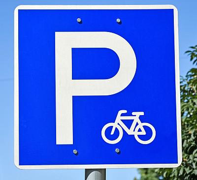 停车场,自行车,标志,图像聚焦技术,选择对焦,天空,水平画幅,绿色,交通标志,无人