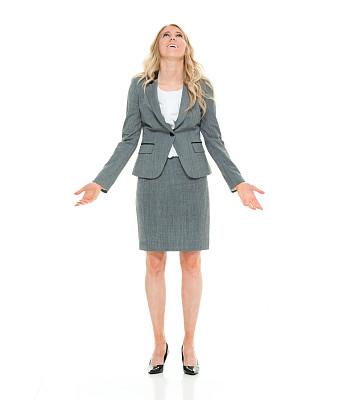 女商人,向上看,举起手,垂直画幅,套装,白人,仅成年人,长发,白领,青年人