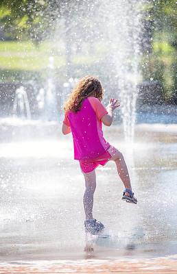 公园,进行中,喷泉,户外,女孩,垂直画幅,选择对焦,水,留白,学龄前