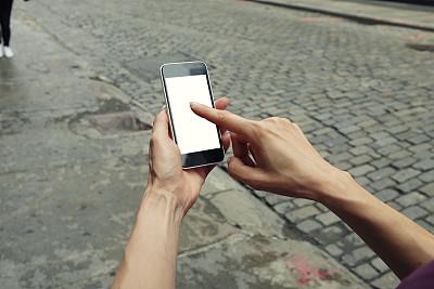 女人,智能手机,留白,电子邮件,仅成年人,网上冲浪,青年人,白色,技术,街道