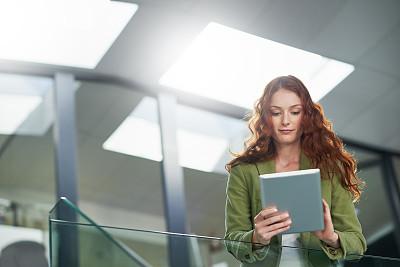 个人备忘录,白昼,正下方视角,留白,电子邮件,忙碌,新创企业,仅成年人,现代,镜头眩光