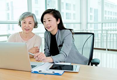 女人,老年人,亚洲,辅导讲座,工作面试,留白,套装,经理,仅成年人,现代
