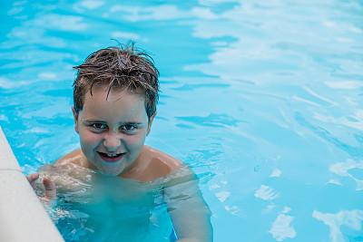 游泳池,男孩,水,风,休闲活动,水平画幅,进行中,湿,夏天,户外