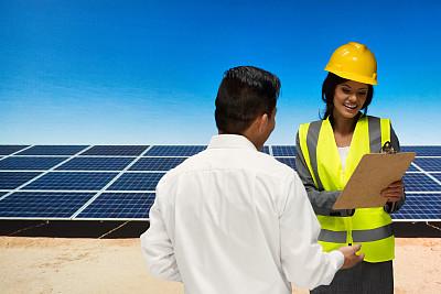 男商人,太阳能发电站,太阳能电池板,能源,男性,仅成年人,电源,工业,青年人,技术