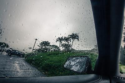 雨,拉凡他那石拱,透过窗户往外看,交通工具内部,仪表板,水平画幅,夜晚,雪,陆用车,玻璃
