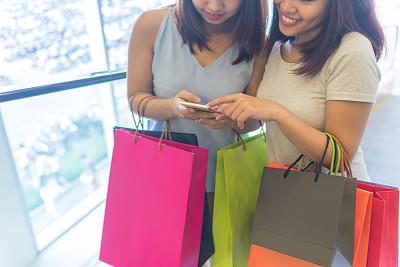 购物中心,支票,商品,忠告,礼品袋,紧身裤,纸袋,正面视角,夜晚,市区路