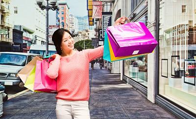 女人,户外,拿着,购物袋,旧金山财政区,市区路,顾客,商店,不看镜头,都市风景