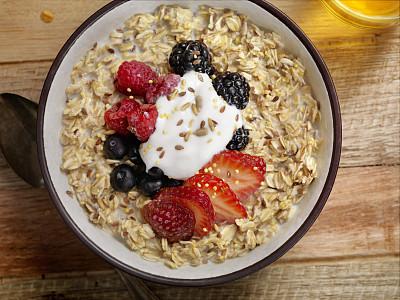 麦片,清新,酸奶,水果,向日葵籽,亚麻种子,柔焦,主观视角,留白,奶制品