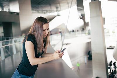 女人,美,留白,水平画幅,电话机,消息,美人,计算机软件,白人,仅成年人