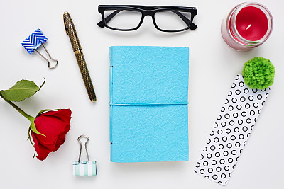 玫瑰,眼镜,书桌,蜡烛,白色,安全护栏,排列整齐,装订夹,手册,任务清单