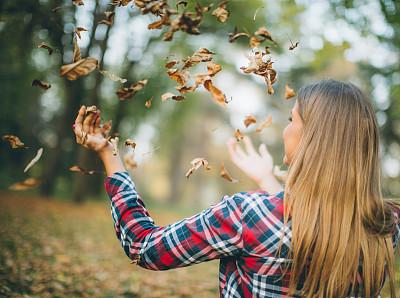 叶子,美,公园,休闲活动,水平画幅,户外,白人,仅成年人,自由,青年人