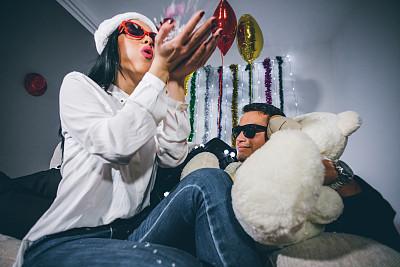雪,新年前夕,泰迪熊,美,青春期,休闲活动,水平画幅,夜晚,美人,套装