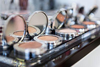 粉饼,彩妆,组物体,研磨食品,化妆师,舞台妆,仪式妆,化妆用品,粉底,扑面粉