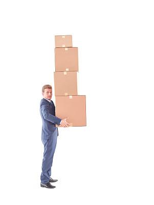 纸箱,男人,单腿站着,腰部以下,垂直画幅,正面视角,30到39岁,努力,户外,白人