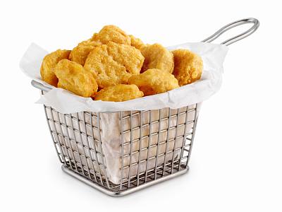 炸鸡块,篮子,油炸锅,圆齿花边,包装蜡纸,俱乐部食品♂,炸制食物,亮色调,配菜,主观视角