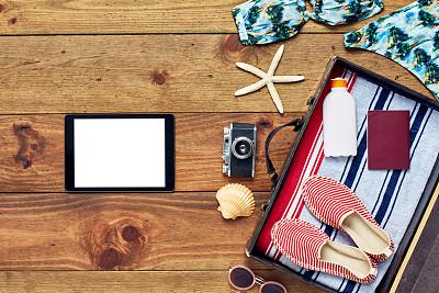 手提箱,夏天,个人随身用品,开着的,平板电脑,海滩巾,排列整齐,扇贝,海星