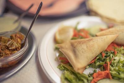 玉米粉,芭芭东,印第安调味品,咖喱角,酸辣酱,配菜,餐具,胡萝卜,水平画幅,素食
