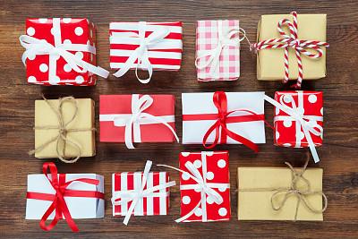 圣诞礼物,礼物,有包装的,包装纸,牛皮纸,裹住,圣诞卡,圣诞小彩灯,格子图案,生日礼物