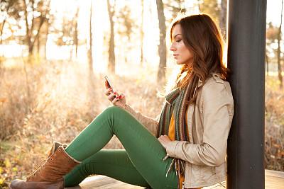 电话机,美,青少年,公园,水平画幅,电子邮件,智慧,消息,户外,青年人