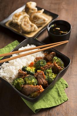牛肉,西兰花,四川牛肉,中式外卖,融合菜,饺子,垂直画幅,选择对焦,胡萝卜,高视角