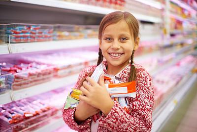 快乐,女孩,甜食,过道,水平画幅,注视镜头,超级市场,商店,商业金融和工业