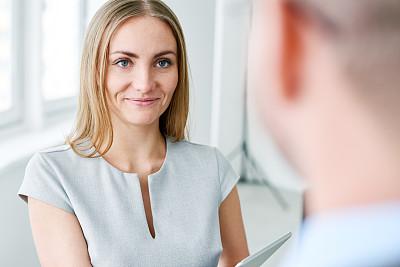 商务,拿着,面对面,办公室,半身像,水平画幅,工作场所,会议,美人,商务会议