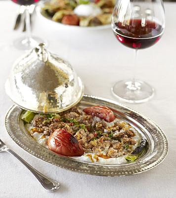 烤肉串,桌子,盘子,餐馆,高雅,羊肉,餐具,垂直画幅,葡萄酒,格子烤肉