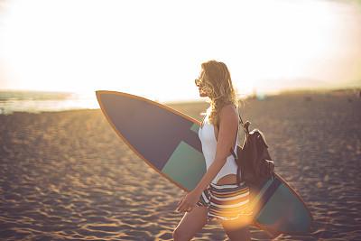 波浪,冲浪板,水平画幅,沙子,夏天,户外,泳装,海浪,运动,海滩