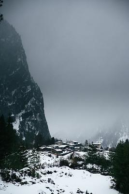 安娜普娜环线,转经筒,经幡,安娜普娜山脉群峰,尼泊尔,喜马拉雅山脉,瀑布,无人,户外,城市