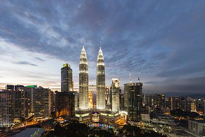 吉隆坡,城市天际线,吉隆坡塔,双峰塔,空中走廊,天空,水平画幅,夜晚,无人,户外
