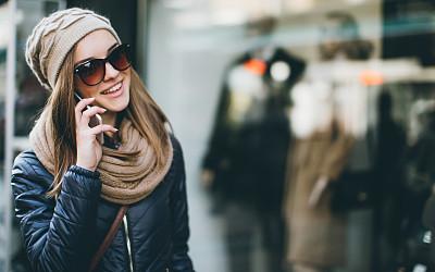 手机,休闲装,女人,好消息,多重任务,正面视角,留白,忙碌,仅成年人,技术
