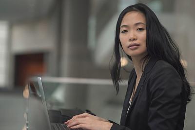 笔记本电脑,商务,女商人,儿童,女性,水平画幅,户外,经理,商业金融和工业