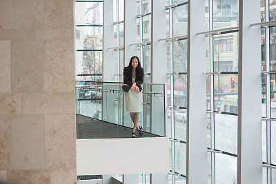 女商人,办公大楼,美,水平画幅,美人,户外,仅成年人,商业金融和工业,信心,成年的
