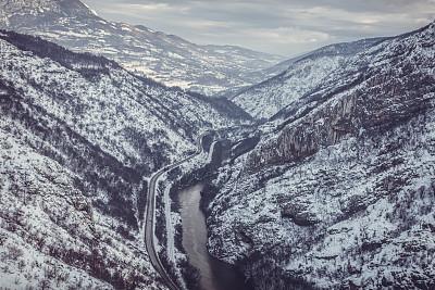 雪,悬崖,热霾,天空,留白,水平画幅,银色,无人,偏远的,户外