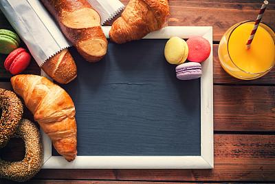 早餐,健康食物,欧式早餐,牛角面包,小甜面包,百吉饼,蛋白杏仁饼,法式长棍面包,留白,边框