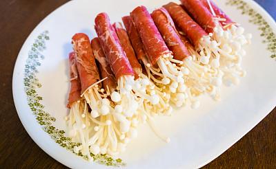 金针菇,生食,牛肉,盘子,水平画幅,无人,特写,东方食品,肉,食用菌