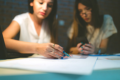 女人,文书工作,办公室,团队,职业运动员,文档,经理,仅成年人,眼镜,现代