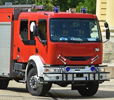 消防车,街道,车用喇叭,垃圾车,拖运卡车,灭火水龙带,三轮汽车,慢跑车,三轮车,消防员